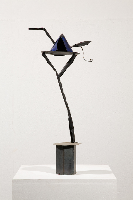 Auke de Vries, ohne Titel (only the lonely), 1997, Metall, bemalt,67 x 30 x 13 cm