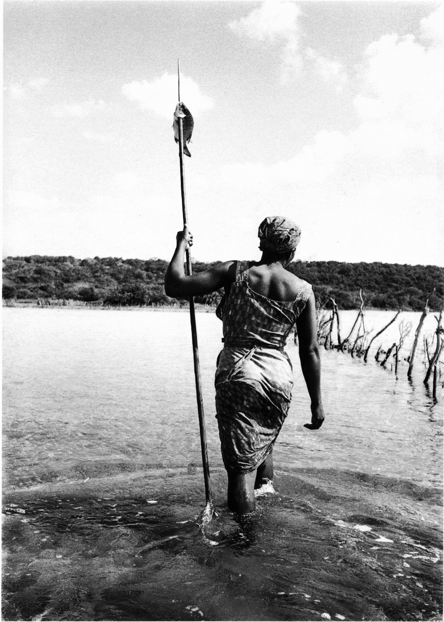 Cedric Nunn, Fishing in the age-old traditional way of the Tonga people of Kosi Bay, KwaZulu-Natal, 1988_2016 ©Cedric Nunn